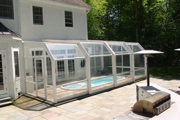 Pool enclosures screen enclosures screened pool enclosure enclosure che Retractable swimming pool enclosures